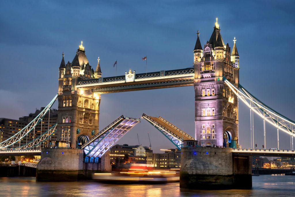 Kurs językowy w Londynie, widok na most Tower Bridge