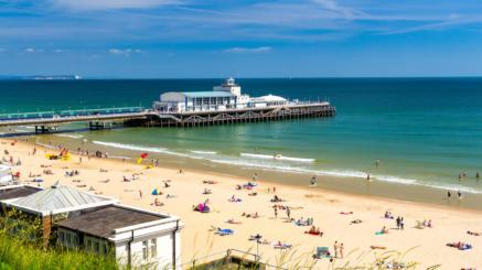 Kurs językowy w Anglii dla młodzieży, widok na plażę w Bournemouth